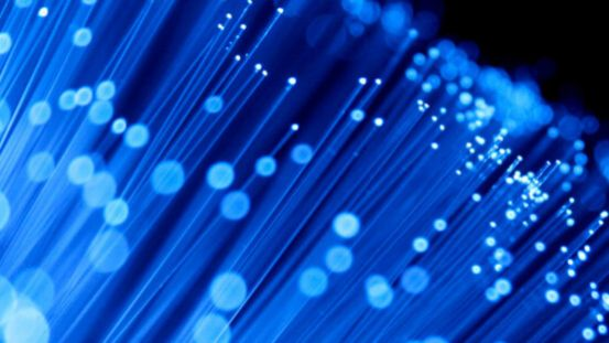 Choosing Between a Wireless and Fibre Leased Line for Your Business