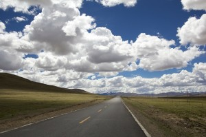 road 300x199 The Automotive Industry Goes Driving in the Cloud