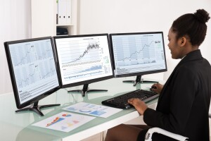 lady 300x200 Why tech stocks are great investments both in the short and long term